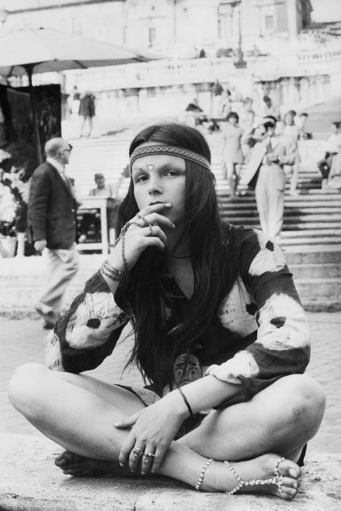 young-hippy-sits-cross-legged-in-the-piazza-di-spagna-at-news-photo-1593173120