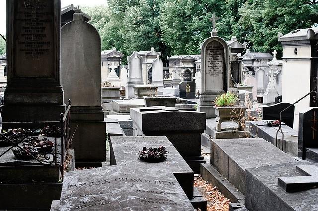 ورود به دنیای مردگان با همراهی آثار هنری