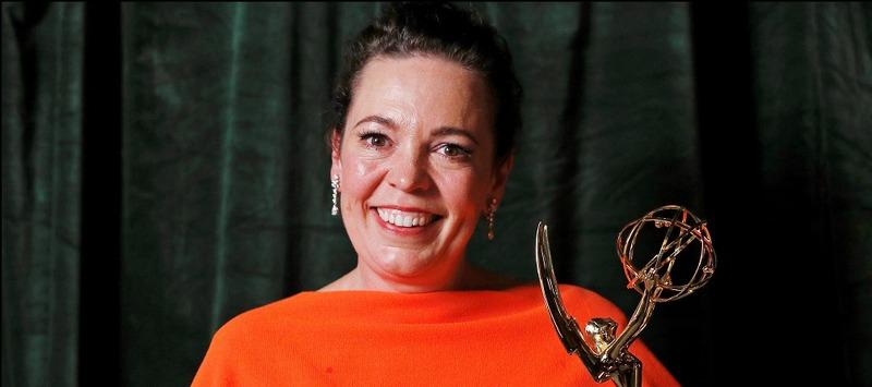 «الیویا کولمن» با چشمانی اشکبار اولین جایزه امی خود برای سریال The Crown را پذیرفت