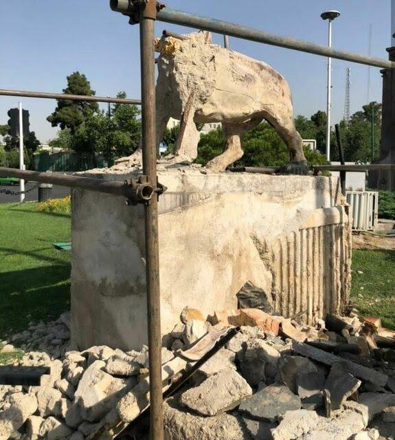 مجسمه ساز شیرهای تخریب شده میدان حر کیست؟