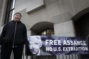 اعتراض خاموش آیویوی در اعتراض به بازگرداندن جولیان آسانژ به آمریکا