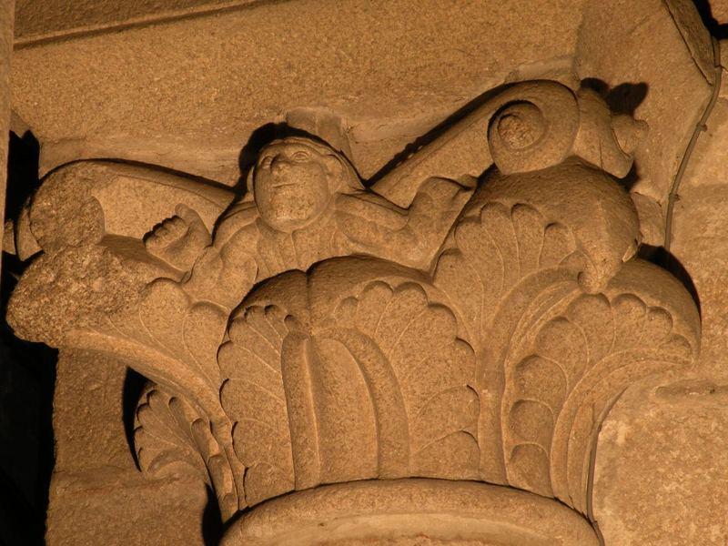 داستان مردی که ۸۰۰ سال پیش صورتش را بر سنگ کلیسا حکاکی کرد