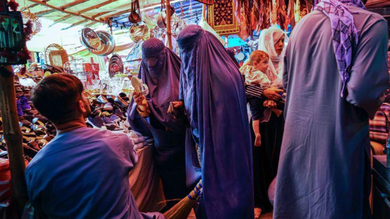 در تلویزیون افغانستان هیچ اثری از زنان و موسیقی نیست