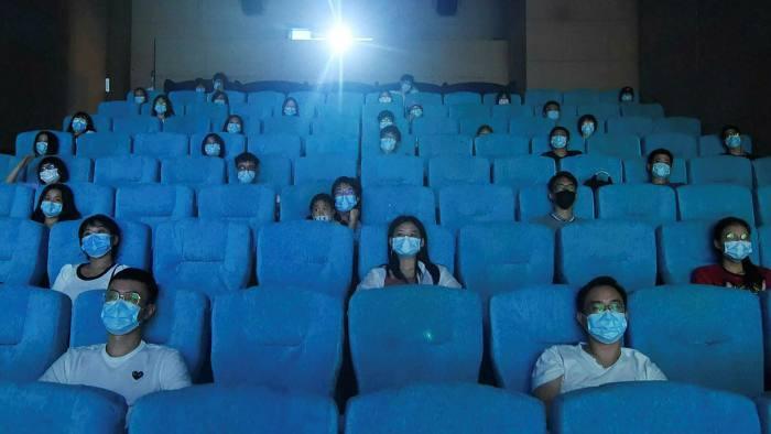 ماسک زدن در هنگام تماشای فیلم در سینماهای آمریکا اجباری نیست