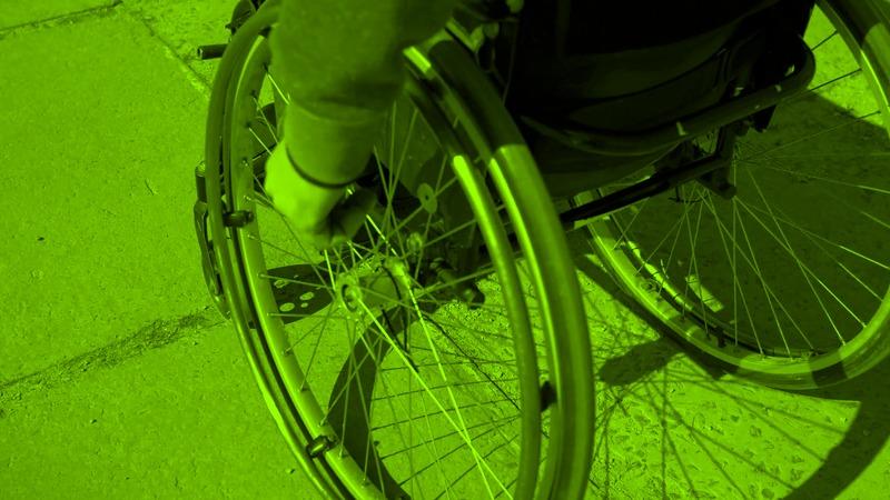 """آیا میشود با """"صندلی چرخ دار"""" گالری گردی کرد؟"""