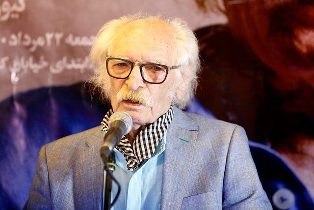 سکوت محمود دولتآبادی در جشن تولد ۸۱ سالگیاش