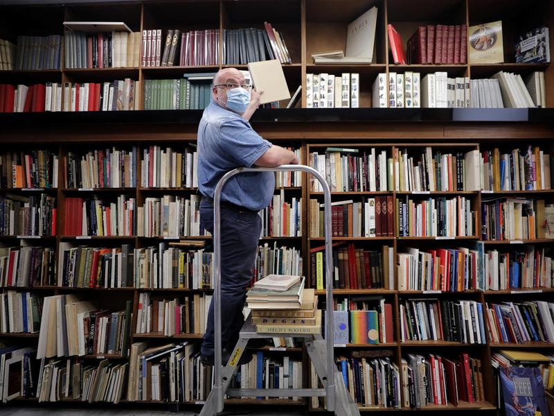 کتابفروشیها در فرانسه کسب و کار ضروری شدند