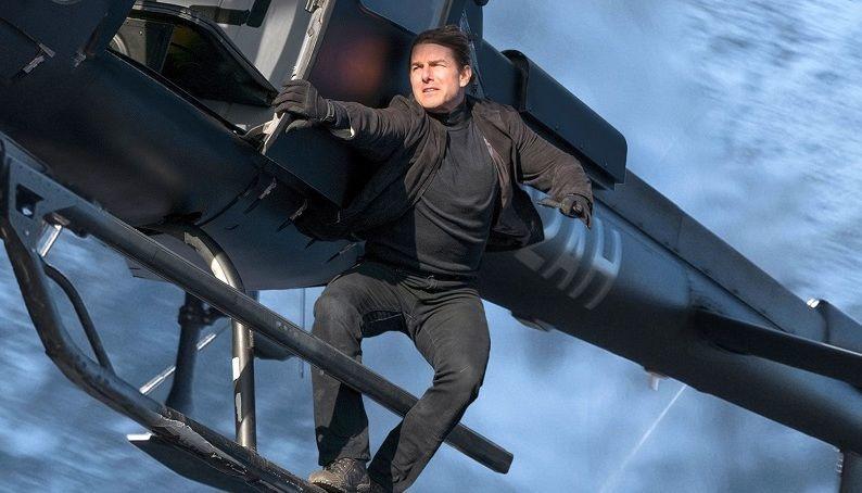 بازیگری که روی برج خلیفه مینشیند و به جای ترس میخندد!