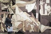 پرده بازسازی شده از تابلوی «گرنیکا» اثر پیکاسو از دیوار شورای امنیت سازمان ملل برداشتهشد