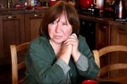 خانم نویسنده به درخواست هموطنانش رمان سیاسی مینویسد