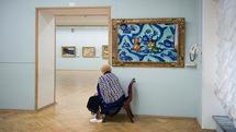بانوان روس محافظان تابلوهای نقاشی در موزهها