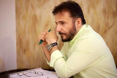 مسابقهای به کارگردانی سیدجواد هاشمی