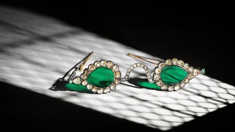 فروش عینک زمردین در حراج اثار هنری دنیای اسلام و هند حراج ساتبیز