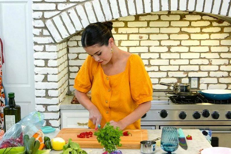 سلنا گومز با چاقوهای رنگینکمانی زیبایش، بازگشت